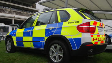 Battenberg Conspicuity livery on Police emergency service vehicle with Chapter 8 rear chevron